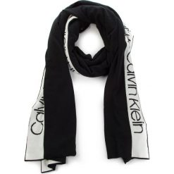 Szal CALVIN KLEIN - Stripey Branded Scar K60K604729 001. Czarne szaliki i chusty damskie Calvin Klein, z elastanu. Za 299.00 zł.