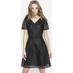 Only - Sukienka Puff. Czarne sukienki damskie Only, z koronki, casualowe, z krótkim rękawem. W wyprzedaży za 159.90 zł.