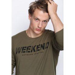 Ciemnozielona Koszulka Weekend Vibes. Bluzki z długim rękawem męskie marki Marie Zélie. Za 34.99 zł.