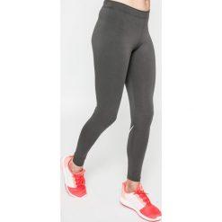 Nike Sportswear - Legginsy Leg A See Logo. Szare legginsy damskie Nike Sportswear, z nadrukiem, z bawełny. W wyprzedaży za 99.90 zł.