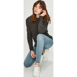 Vero Moda - Sweter. Szare swetry damskie Vero Moda, z bawełny, z okrągłym kołnierzem. W wyprzedaży za 99.90 zł.