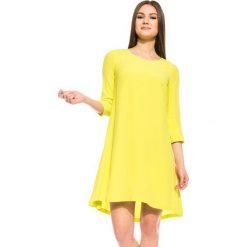 Sukienka w kolorze jasnej oliwki BIALCON. Żółte sukienki damskie BIALCON, biznesowe, z okrągłym kołnierzem. W wyprzedaży za 148.00 zł.