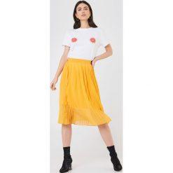 NA-KD T-shirt Grapefruit - White. Białe t-shirty damskie NA-KD, z nadrukiem, z bawełny, z okrągłym kołnierzem. W wyprzedaży za 51.07 zł.