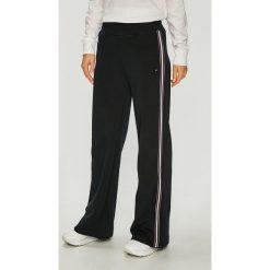 Tommy Hilfiger - Spodnie. Szare spodnie materiałowe damskie Tommy Hilfiger, z bawełny. Za 579.90 zł.