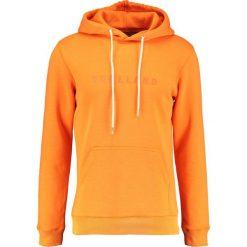 Soulland GUY LOGO EMBROIDERY Bluza z kapturem orange. Kardigany męskie Soulland, z bawełny. W wyprzedaży za 487.20 zł.