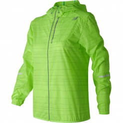 New Balance WJ71203LIG. Zielone kurtki sportowe damskie New Balance, z materiału. W wyprzedaży za 199.99 zł.