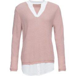 Sweter z koszulową wstawką bonprix jasnoróżowy. Swetry damskie marki KALENJI. Za 109.99 zł.