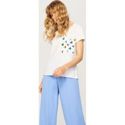 T-shirt z ozdobną kieszonką - Kremowy. T-shirty damskie marki DOMYOS. W wyprzedaży za 39.99 zł.