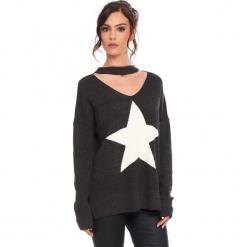 """Sweter """"Etoile"""" w kolorze ciemnoszarym. Szare swetry damskie Cosy Winter, prążkowane, z okrągłym kołnierzem. W wyprzedaży za 136.95 zł."""