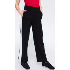 Spodnie dresowe damskie SPDD212 - głęboka czerń. Czarne spodnie dresowe damskie 4f, z dresówki. W wyprzedaży za 49.99 zł.