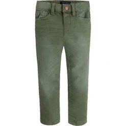 Spodnie w kolorze zielonym. Spodnie materiałowe dla chłopców marki Reserved. W wyprzedaży za 92.95 zł.