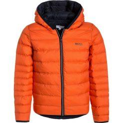 BOSS Kidswear Kurtka puchowa orange. Kurtki i płaszcze dla chłopców BOSS Kidswear, na zimę, z materiału. W wyprzedaży za 551.20 zł.