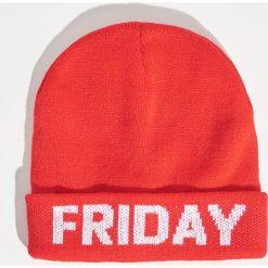 Czapka Friday - Czerwony. Czapki i kapelusze damskie marki Sinsay. W wyprzedaży za 9.99 zł.