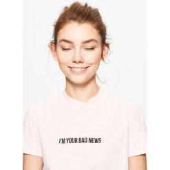 Koszulka z napisem - Różowy. Czerwone t-shirty damskie Cropp, z napisami. Za 19.99 zł.