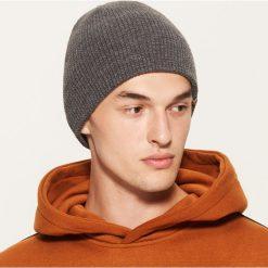 Czapka - Szary. Szare czapki i kapelusze męskie marki Giacomo Conti, na zimę, z tkaniny. Za 25.99 zł.
