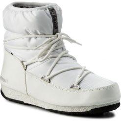 Śniegowce MOON BOOT - Low Nylon Wp 24006200002  Bianco/Argen. Białe śniegowce i trapery damskie Moon Boot, z materiału. W wyprzedaży za 389.00 zł.