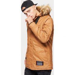 Sportowy płaszcz na zimę - Brązowy. Brązowe płaszcze męskie Cropp, na zimę, sportowe. Za 369.99 zł.
