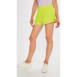 Adidas Originals - Szorty. Szare szorty sportowe damskie adidas Originals, z poliesteru. W wyprzedaży za 129.90 zł.