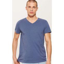 T-shirt basic - Niebieski. Niebieskie t-shirty męskie House. Za 25.99 zł.