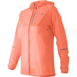 New Balance WJ61226BES. Różowe kurtki sportowe damskie New Balance, z materiału. W wyprzedaży za 199.99 zł.