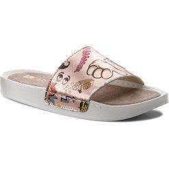 Klapki CARINII - B3988/G K15-000-000-C37. Klapki damskie marki Nike. W wyprzedaży za 139.00 zł.