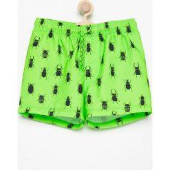 Szorty kąpielowe z nadrukiem - Zielony. Kąpielówki dla chłopców Reserved, z nadrukiem. W wyprzedaży za 14.99 zł.