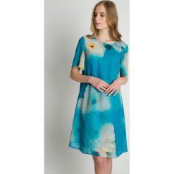 Lekka sukienka z krótkim rękawem BIALCON. Zielone sukienki damskie BIALCON, biznesowe, z krótkim rękawem. Za 279.00 zł.