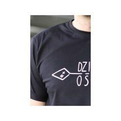 T-shirt męski czarny klasyczny DZIKOŚĆ. Czarne t-shirty męskie Trikoo concept, z nadrukiem, z bawełny, z klasycznym kołnierzykiem. Za 72.00 zł.