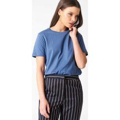 NA-KD Basic T-shirt basic - Blue. Niebieskie t-shirty damskie NA-KD Basic, z bawełny, z okrągłym kołnierzem. W wyprzedaży za 37.07 zł.