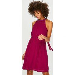 Only - Sukienka. Czerwone sukienki damskie Only, z tkaniny, casualowe, na ramiączkach. Za 169.90 zł.