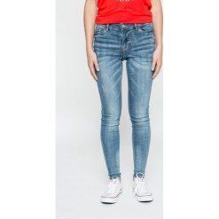 Jacqueline de Yong - Jeansy Ace. Niebieskie jeansy damskie Jacqueline de Yong. W wyprzedaży za 69.90 zł.