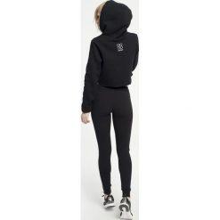 Gym Hero - Bluza Victoria. Szare bluzy sportowe damskie Gym Hero, z nadrukiem, z dzianiny. W wyprzedaży za 119.90 zł.