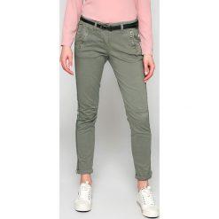 Answear - Spodnie. Szare spodnie materiałowe damskie ANSWEAR, w paski, z bawełny. W wyprzedaży za 69.90 zł.