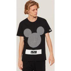 T-shirt Mickey Mouse - Czarny. Czarne t-shirty męskie House, z motywem z bajki. Za 49.99 zł.
