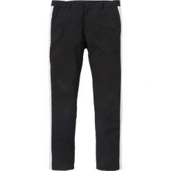 Spodnie garniturowe z paskiem z boku Slim Fit Straight bonprix czarny. Eleganckie spodnie męskie marki Giacomo Conti. Za 109.99 zł.
