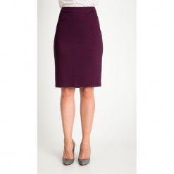 Śliwkowa ołówkowa spódnica QUIOSQUE. Czarne spódnice damskie QUIOSQUE, z dzianiny, biznesowe. Za 139.99 zł.