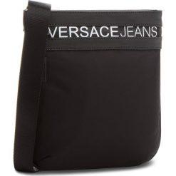 Saszetka VERSACE JEANS - E1YSBB36-70724  899. Czarne saszetki męskie Versace Jeans, z jeansu, młodzieżowe. W wyprzedaży za 349.00 zł.
