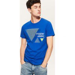 T-shirt z nadrukiem - Niebieski. Niebieskie t-shirty męskie House, z nadrukiem. Za 29.99 zł.