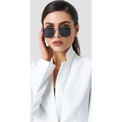 NA-KD Accessories Kwadratowe okulary przeciwsłoneczne - Black. Okulary przeciwsłoneczne damskie marki QUECHUA. W wyprzedaży za 40.47 zł.