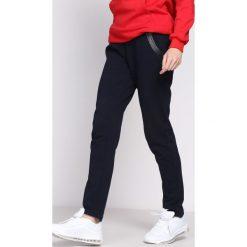 Granatowe Spodnie Dresowe Workers. Niebieskie spodnie dresowe damskie Born2be, z dresówki. Za 44.99 zł.