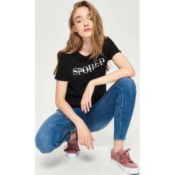 T-shirt z nadrukiem - Czarny. T-shirty damskie marki Sinsay. W wyprzedaży za 7.99 zł.