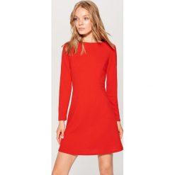 Sukienka z długimi rękawami - Czerwony. Czerwone sukienki damskie Mohito, z długim rękawem. Za 89.99 zł.
