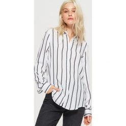 Koszula w pionowe pasy - Biały. Białe koszule damskie Cropp. Za 69.99 zł.