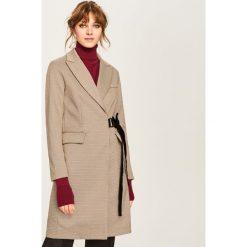 Elegancki płaszcz z ozdobnym wiązaniem - Wielobarwn. Płaszcze damskie marki FOUGANZA. W wyprzedaży za 149.99 zł.