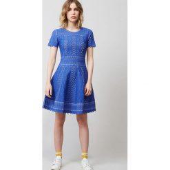 Sukienka w kolorze niebieskim. Sukienki damskie Rodier, klasyczne, z okrągłym kołnierzem. W wyprzedaży za 434.95 zł.