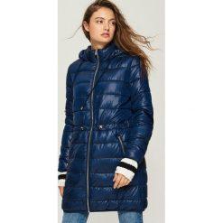 Płaszcz ze ściągaczem - Granatowy. Niebieskie płaszcze damskie Sinsay. W wyprzedaży za 99.99 zł.