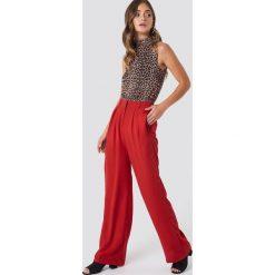 NA-KD Trend Szerokie spodnie - Red. Czerwone spodnie materiałowe damskie NA-KD Trend, z haftami, z poliesteru. Za 121.95 zł.