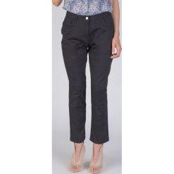 Czarne bawełniane klasyczne spodnie QUIOSQUE. Czarne spodnie materiałowe damskie QUIOSQUE, z bawełny. W wyprzedaży za 69.99 zł.