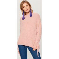 Sweter z wiązaniami na rękawach - Różowy. Czerwone swetry damskie Mohito. Za 129.99 zł.