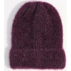 Czapka beanie z połyskującym włosiem - Bordowy. Czapki i kapelusze damskie marki Mohito. W wyprzedaży za 24.99 zł.